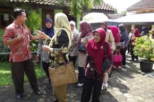Karang Wredha telah melakukan kegiatan dengan mengajak para ibu-ibu lansia kePanti Lansia pada tahun 2014